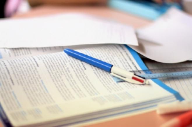 1275249_study_table.jpg